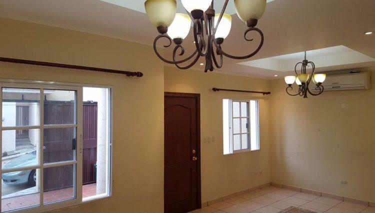 Alquiler de Casa en Residencial - Roble Oeste 4